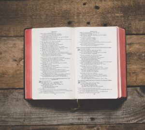 Bibel_Holz_unsplash